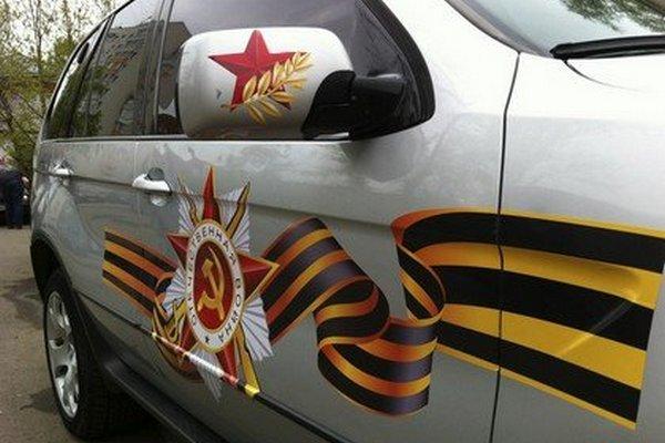 Россияне скупают наклейки на автомобили перед 9 Мая