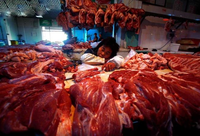Импорт мяса в РФ упал на 37% в первой половине 2014 года
