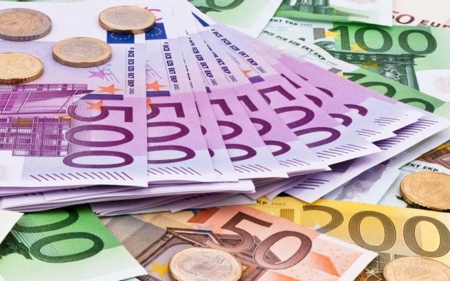 Мошенники обменяли москвичу 138 млн рублей на фальшивые евро