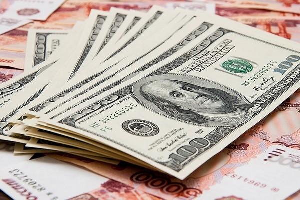 Курс доллара достиг двухлетнего максимума
