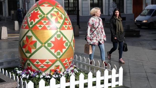 На площади перед ЦУМом начался фестиваль «Пасхальный дар»