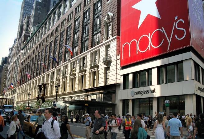 Популярность онлайн-покупок вынуждает Macy's закрывать офлайн-магазины