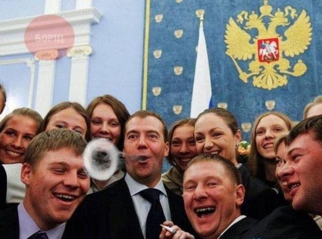 Дмитрий Медведев зарегистрирует нераскрывшееся кольцо как товарный знак