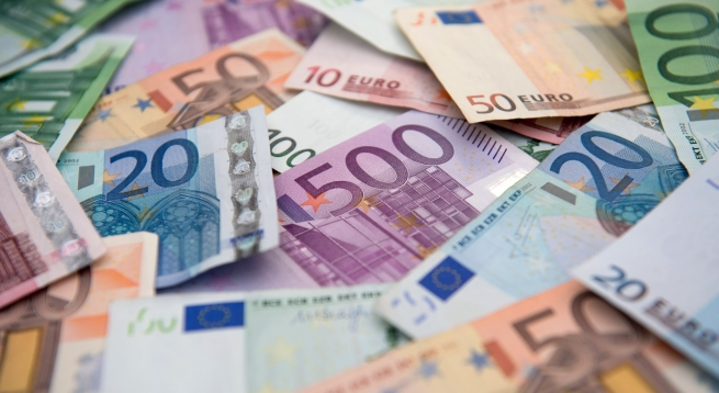 Некоторые украинские магазины перешли на доллар и евро
