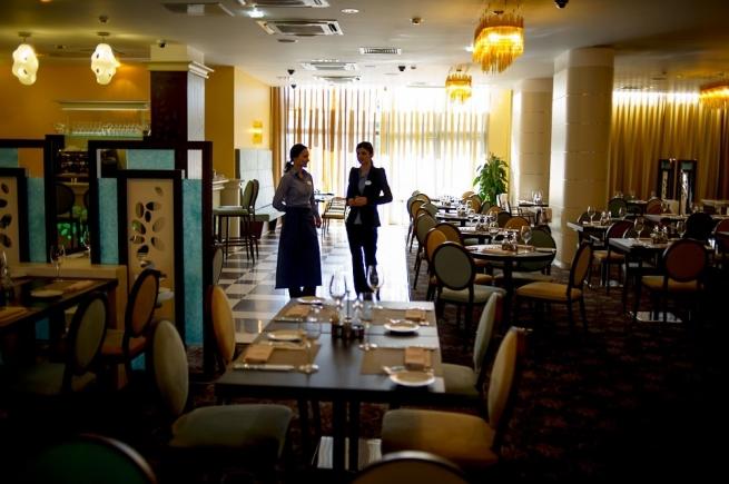 Эксперты рассказали о полупустых ресторанах в новогодние праздники