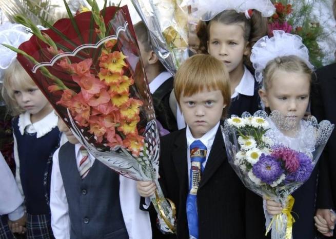 В российских магазинах продают опасную для здоровья школьную форму
