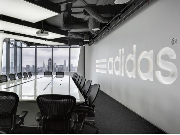 Adidas планирует возобновить производство в Европе