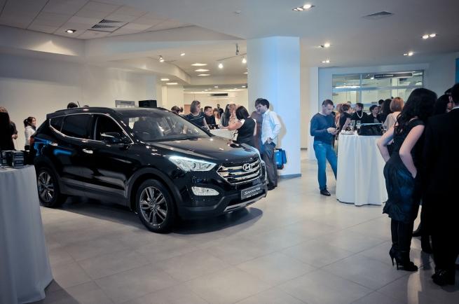 Hyundai тестирует дилерские центры без продавцов