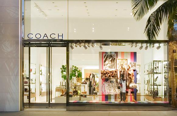 Coach закрывает 70 магазинов