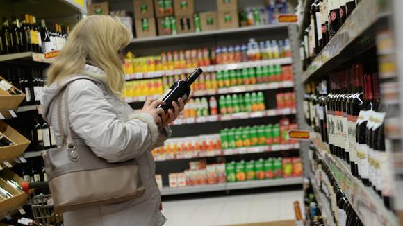 Российские ведомства выступили против дешевой водки