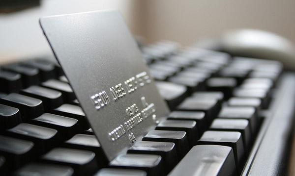 Россияне не сокращают расходы на покупки в интернете