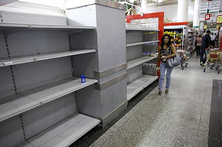 В Венесуэле запретили покупать продукты чаще двух раз в неделю