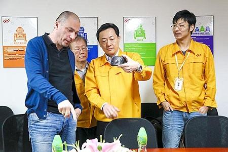 С 24 декабря в Гонконге стартовали продажи YotaPhone 2