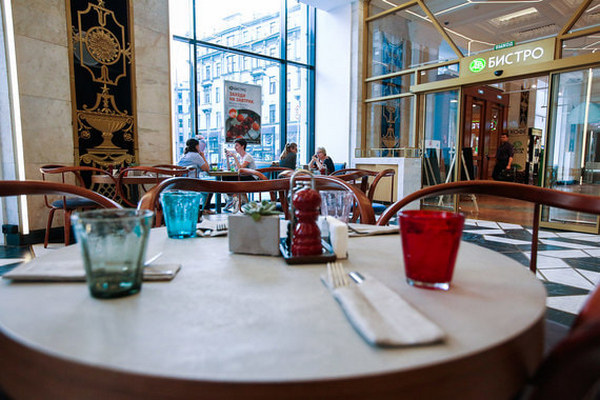 «Азбука вкуса» запустила первые бистро с официантами