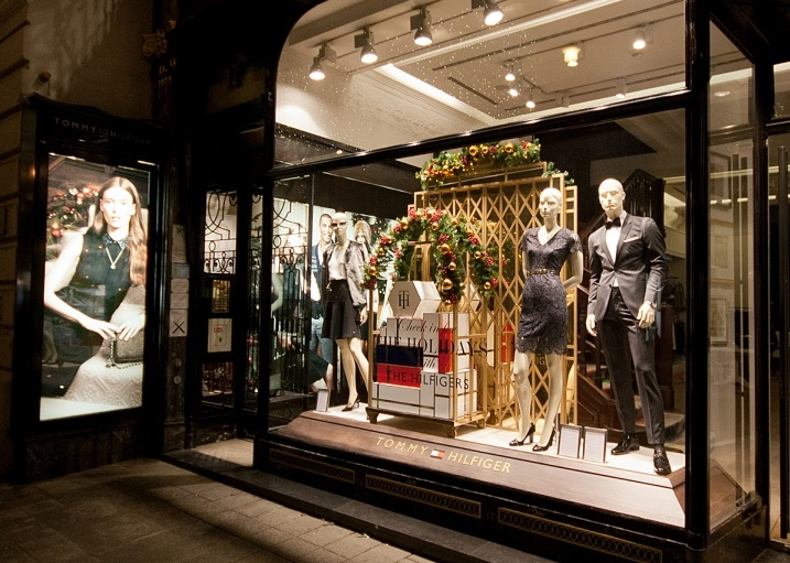 Tommy-Hilfiger-Windows-2015-Winter-Vienna-Austria-02.jpg