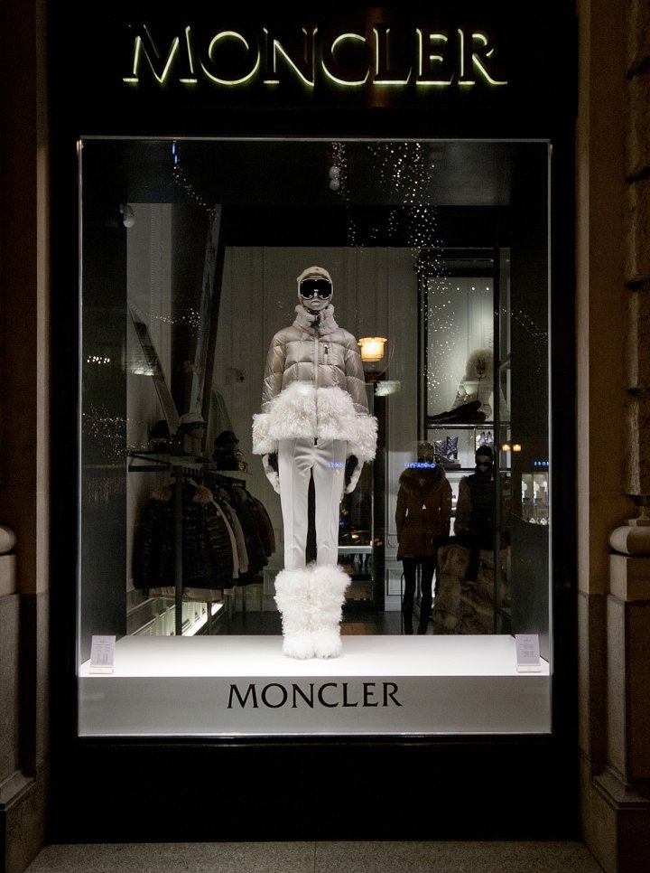 Moncler-Windows-2015-Winter-Budapest-Hungary-06.jpg