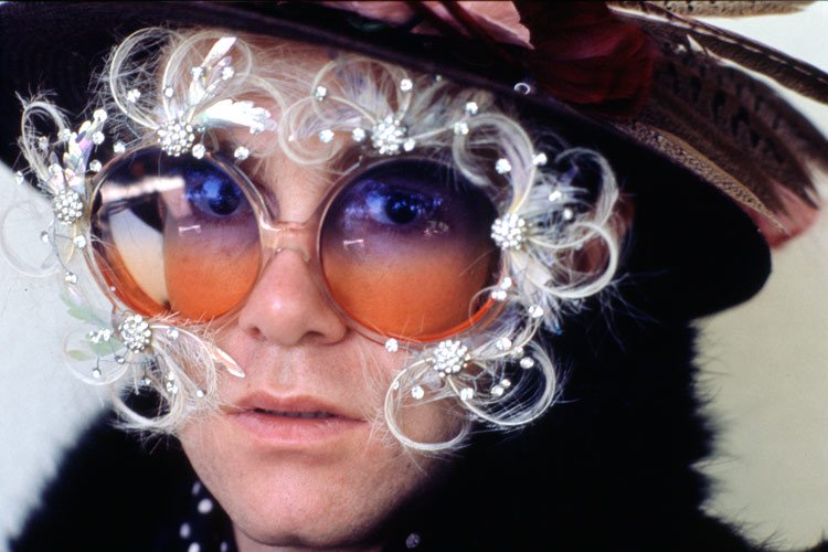 Смотри в оба: самые необычные очки и контактные линзы
