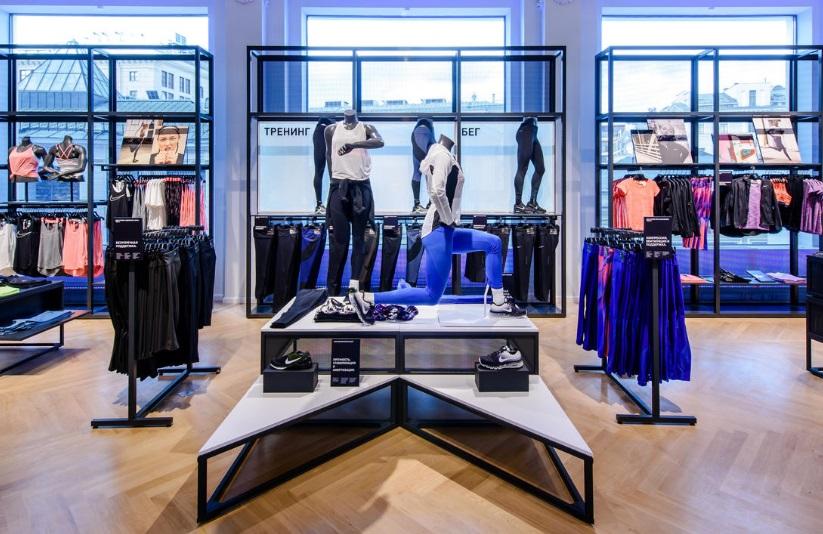 ea464b58 Впервые магазин Nike нового формата был открыт в прошлом году в Нью-Йорке. В  пятиэтажном магазине площадью 5 тыс. кв. м. были представлены интерактивные  ...