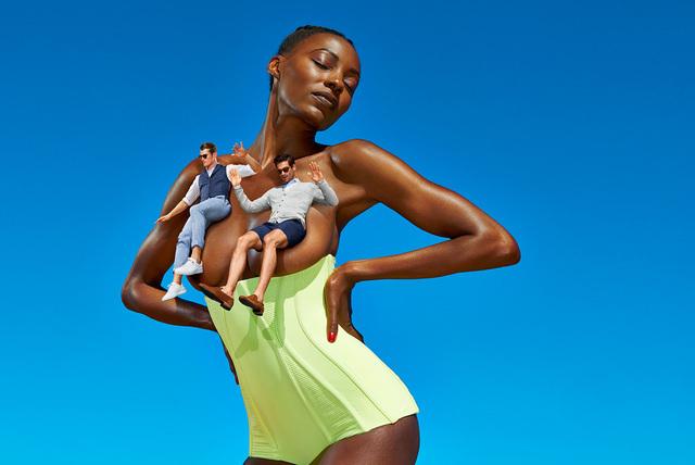 Секс провокация в рекламе мужской одежды suit supply